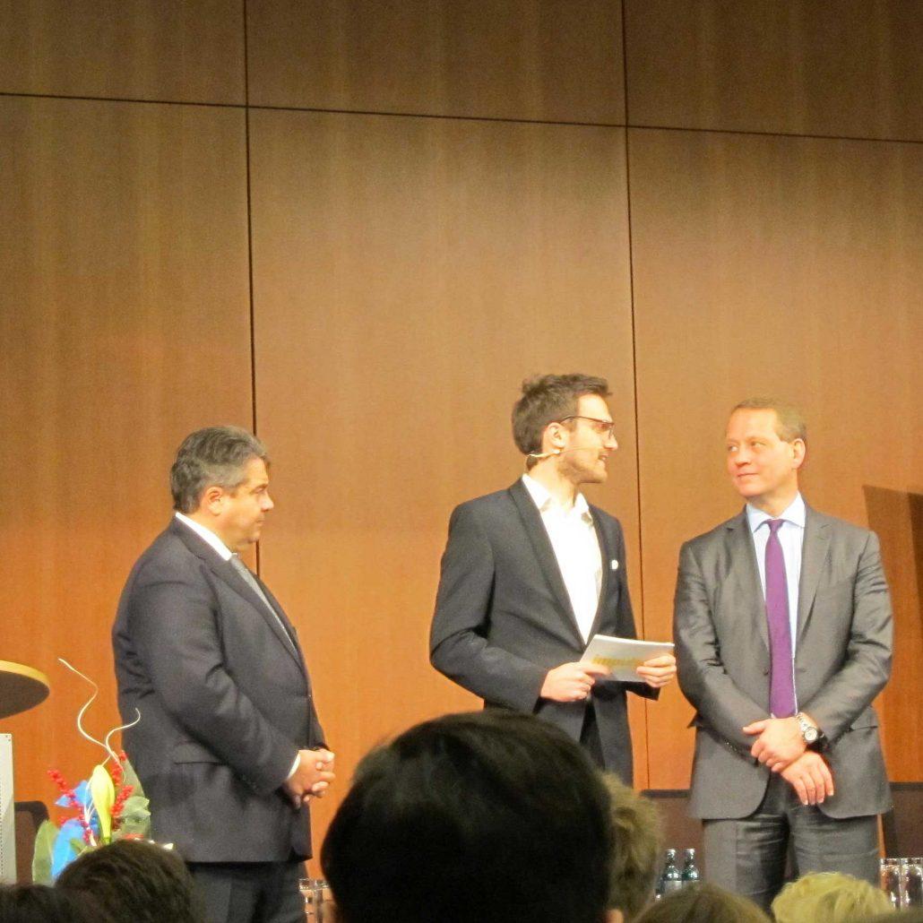 Bundeswirtschaftsminister Sigmar Gabriel, Moderator Lazar Backovic Und DIHK-Präsident Dr. Eric Schweitzer Im Gespräch.